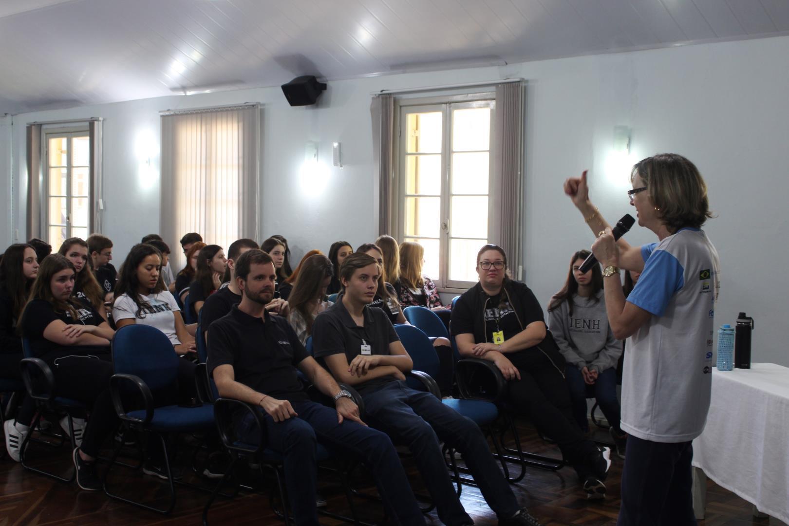 Bate-papo sobre iniciação científica: alunos e ex-alunos falam sobre vivências na pesquisa