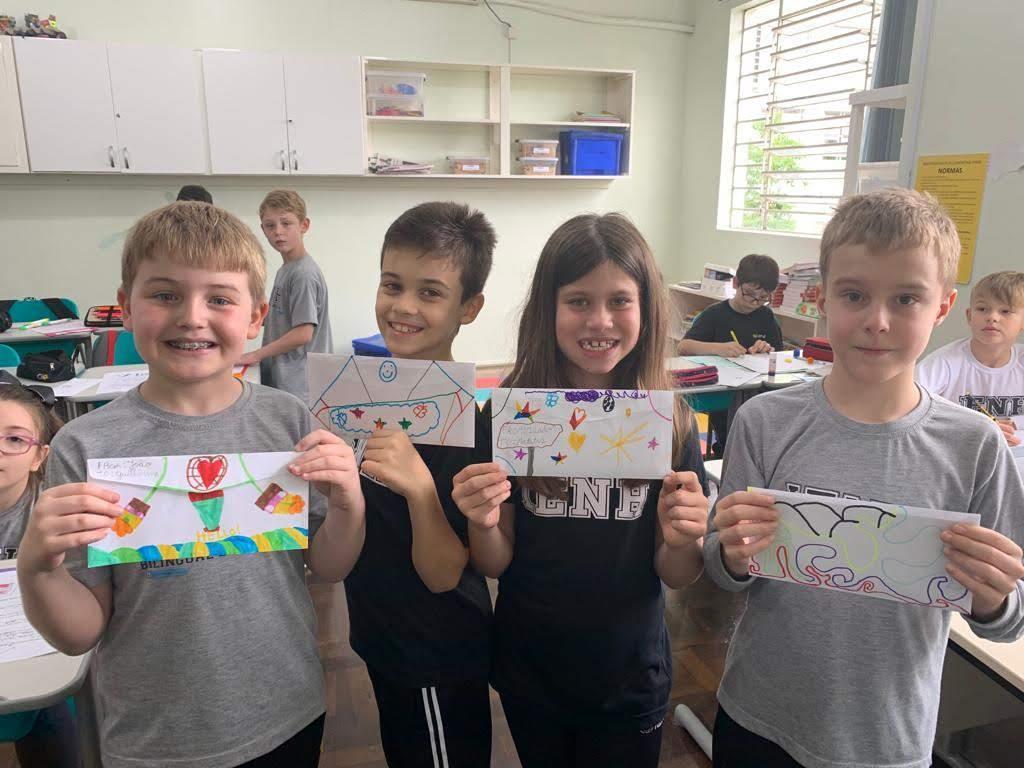 Estudantes bilíngues da IENH conhecem alunos de Porto Alegre por meio de cartas